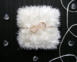 Ivory ring bearer pillow Alternative wedding ring pillow Wedding ceremony white bearer pillow Engagement gift Knitted ring pillow fluffy