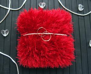 Red wedding ring pillow Ring bearer pillow Wedding ring holder Knitted ring pillow fluffy Wedding ceremony bearer pillow Engagement gift