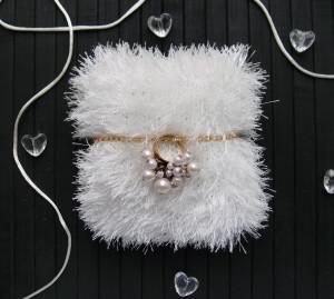 Ring bearer pillow White wedding ring pillow Unusual ring holder Knitted ring pillow fluffy Wedding ceremony bearer pillow Engagement gift