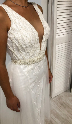 Boho Wedding Dresses V-neckline Wedding Dress Beaded belt Tulle Skirt Train Rustic Wedding Dress Wedding Dress