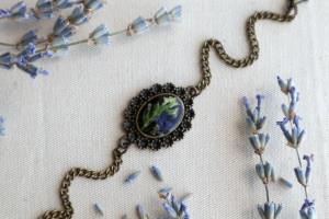Natural bracelet. Botanical jewelry. Gift for her. Epoxy resin bracelet. Dried flower jewelry. Pressed flower jewelry. Terrarium bracelet