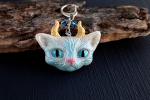Cat keychain. Resin white kitty charm for bag. Fantasy cat. Gift for her. Cat lover gift. Cat accessories. Gift for women. Animal keychain.