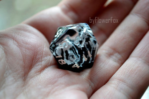 Mountain D20 Floral resin polyhedral dice Black and white D20 for RPG game Dungeons and dragons dice Handmade Snow mountains flower dnd dice