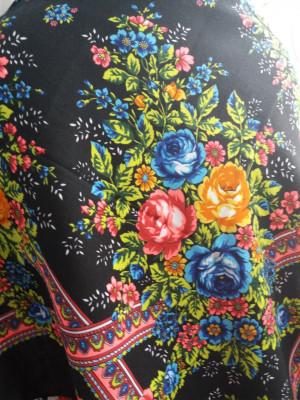 ukrainian shawl,mothers day gift,mother's day card.Vintage black shawl,Chic Mantón hustka.Babushka head scarf,Fringed Shawls,flower scarves