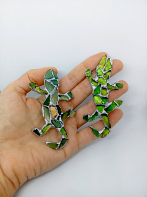 Lizard brooch, sea stained glass mosaic inlay - green or blue, for coat bag hat, beach glass lover gift