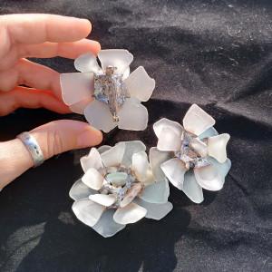 Sea glass flower brooch, big brutalist jewelry, coat bag hat white chrysanthemum brooch