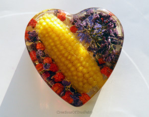 Womens gift Love heart paperweight Farmhouse holiday decor Yellow corn Real lilac flowers Rowan Desk decoration Girlfriend gift A9F 60