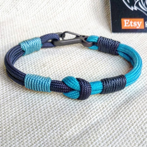 Navy blue thin Nordic paracord bangle with a carabiner.  Made of parachute cord and celtic knots.  Gift to a friend for his birthday.