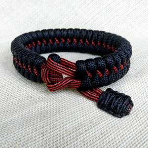 Hunter bracelet made of Mad Max paracord, Army style, a great gift for men.