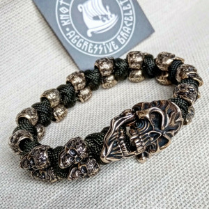 Horror skull paracord bracelet. A great gift for men and women who prefer a brutal style and a symbol of the skull. Celtic knots.