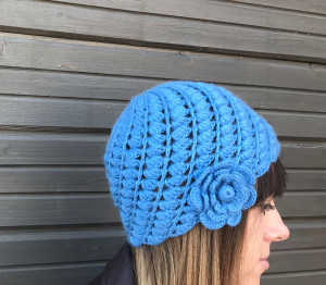 Made to order crochet hat, Blue wool сhunky knit hat with crochet flower decor