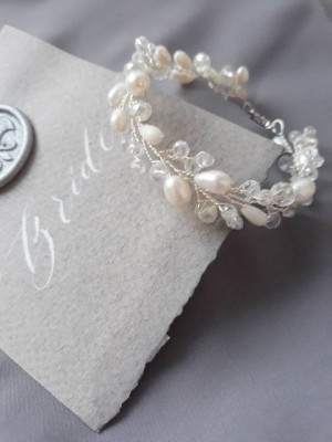 Bridal bracelet, Cuff Wedding Bracelet, Bridesmaid jewelry bracelet silver, Bridesmaid bracelet, Crystal wedding bracelet, Pearls bracelet