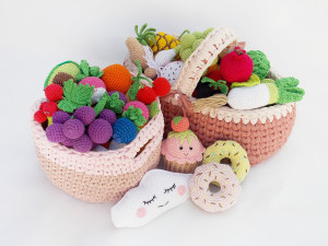 A set of toys to order. It includes 67 positions, Fruits and vegetables crocheted, a large game set, a gift for the summer