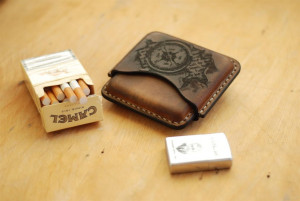 Leather cigarette case with compass and quote engraving, stitched tobacco box, smoking accessories