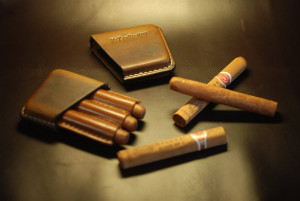 Personalized cigarette case, leather holder for 3 cigars, men's tobacco box, engraved gift for dad