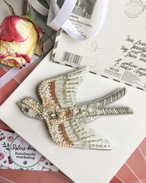 Embroidered custom  brooch bird swallow, happy mothers day