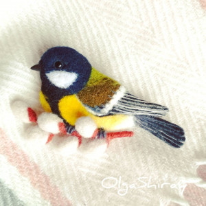 Needle felted bird brooch gift for mom, sister, friend. Exclusive souvenir, wool jewellery, bird lover gift, animal replica