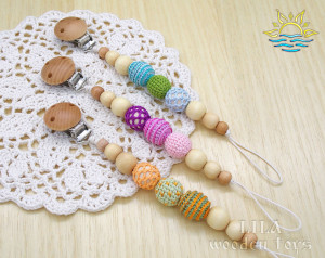 Wooden dummy clip Crochet pacifier clip Soother clip Dummy chain Dummy holder Toy leash Personalized dummy clip Newborn gift