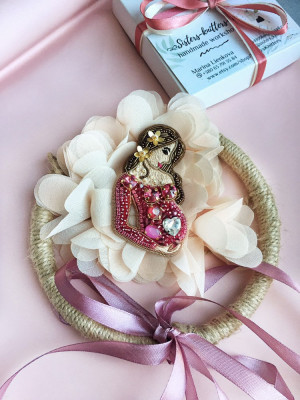 Beaded brooch pregnancy, embroidered expectant mother, childbirth, mother's day gift, gift to gynecologist