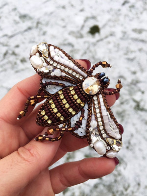 Embroidered beaded brooch Bee, beaded pin insect, beaded bee jewelry, embroidery insect.