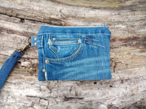 Small Vegan Zipper Bag for Cell Phone, Recycled Jeans Wristlet Purse, Upcycled Denim Clutch, Eco Friendly Wallet, Denim Boho Hipster bag