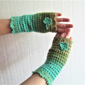 women's crocheted mittens with clover leaf, boho mittens for flower girls, lace mittens for crocheting, crochet mittens with flower for lady