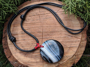 Natural Tumbled Striped Agate Necklace Choker Pendant Round White and Black