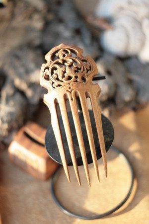 Wood carved wide haircomb on stand, floral lily hairpin, handcarved hairdo, LARP gift for her, elven elvish fairy, flamenco hair accessory