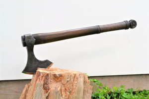 """Viking personalized axe """"Rise of the Sun""""- Dagaz is the Rune of positive transformation. This axe is in traditional Viking style of axes."""