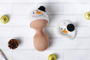 Knitted hat snowman. Winter hat for dolls. Snow accessory. Clothes for dolls. Hats for Blythe doll, Tilda and other doll