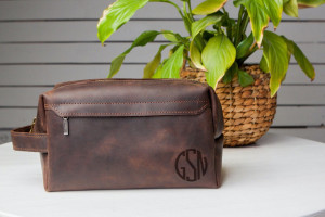 3rd anniversary gift,Leather Toiletry Bag,Engraved gifts for men,Dopp kit,Dopp kit for men,Personalized Dopp Kit,Monogrammed dopp kit