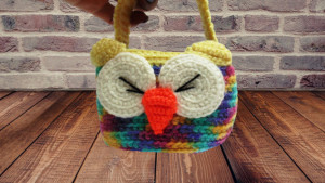 Owl basket knitted decorative with handle