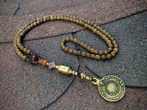 Natural Agarwood Mala Prayer Rosary Buddhist 108 Beads whit Melong Tibetan Mirror Bagua Negative Reflection Amulet Wheel
