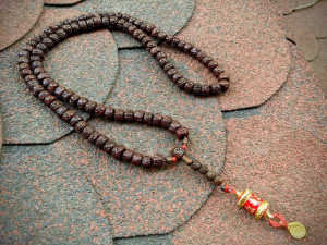 Natural Old Brown Rudraksha 108 Beads Japa Mala and Prayer Wheel Om Mani Padme Hum Buddhist Mantra Meditation Necklace Spinner Pendant
