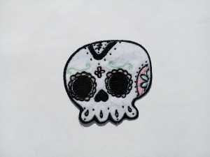 Small skull patch for The Day of the Dead - Cute pin - Iron On Patch for Jackets - Embriodered patch