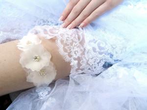 Ivory Pearl Bridal Garter  Organza Fabric Flower Lace Garter Pearl Rhinestone Wedding Garter Flower Garter Wedding accessories for the bride