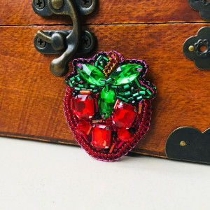 Strawberry brooch, berry jewelry, embroidered brooch, beaded ladies brooch, gardener gift