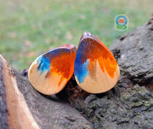 Teardrop wood resin plugs, ear plugs, wood gauges, 0g plugs, plugs and tunnels, 00 gauges, blue resin plugs, 00 gauge earrings