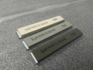 A set of stones glued on a blank 3pcs
