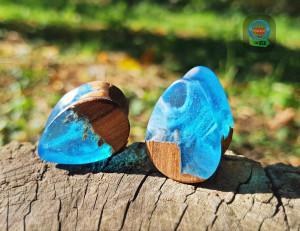 Teardrop wood resin plugs, ocean plugs, wood gauges, 0g plugs, plugs and tunnels, 00 gauges, blue resin plugs, 00 gauge earrings