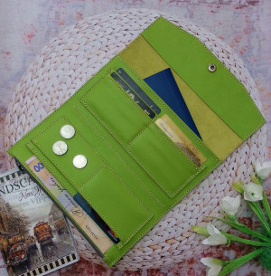 Wallet women, Slim wallet, Card wallet, Engraved wallet, Travel wallet, Leather minimalist clutch wallet with snap closure, Mother's gift